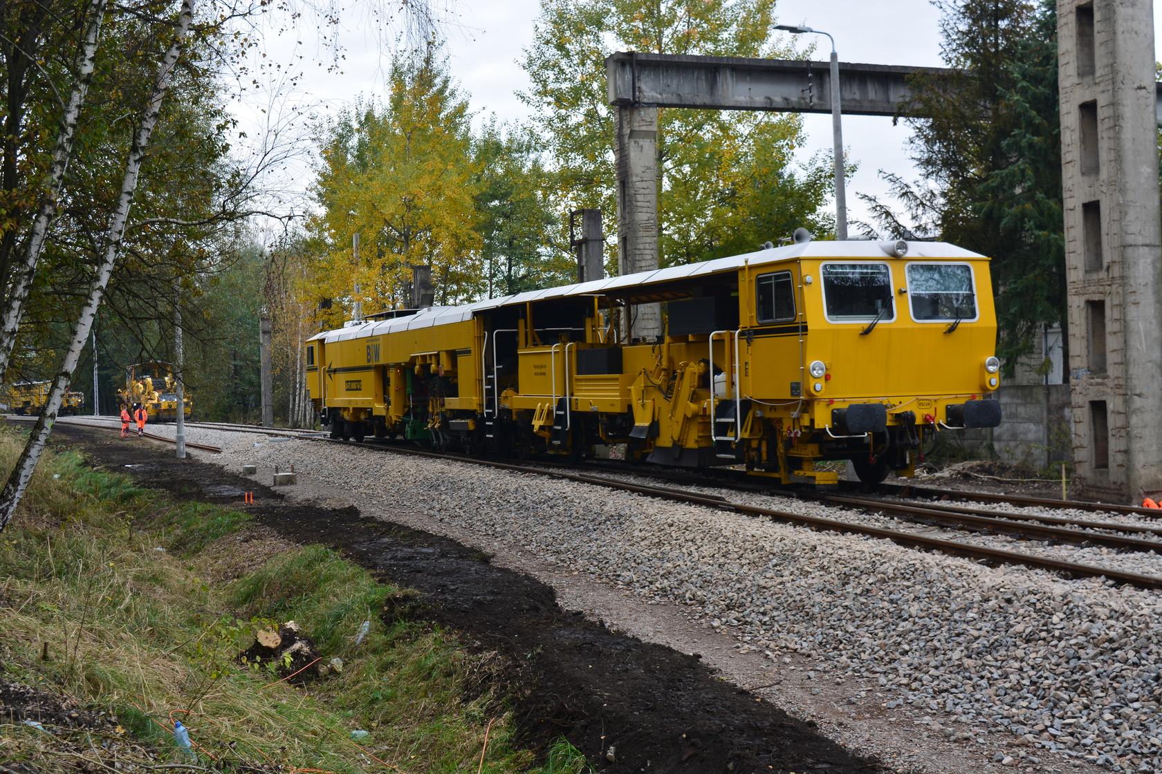 Operator wieloczynnościowych, kolejowych maszyn budowlanych