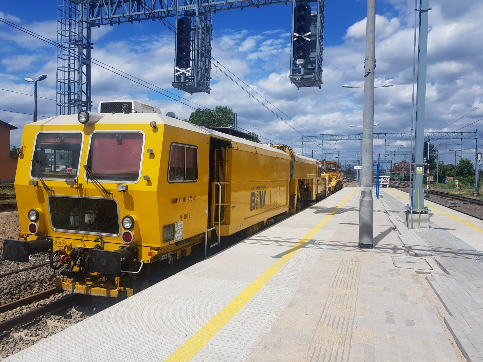 Pomocnik operatora kolejowych maszyn budowlanych